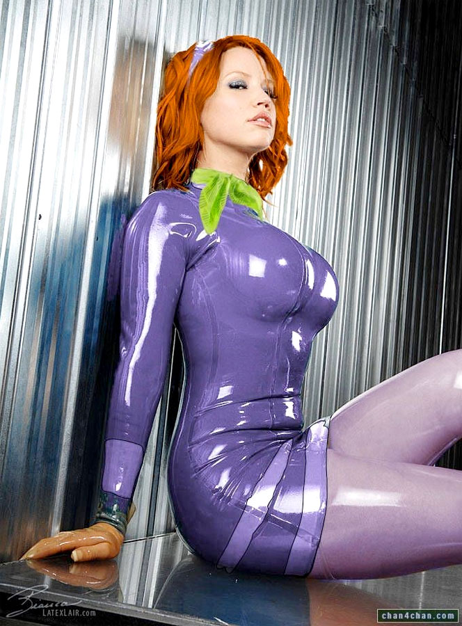 Daphne from Scooby Doo cosplay