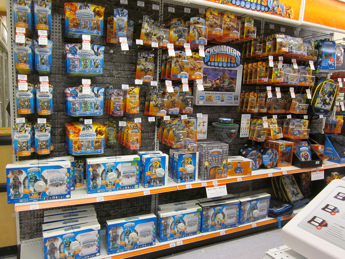 Skylanders Giants in Toys R Us game aisle