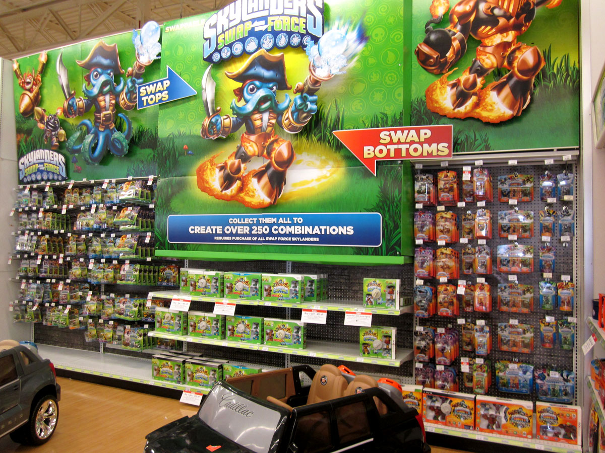 Skylanders Toys R Us : Skylanders swapforce release day displays at my local