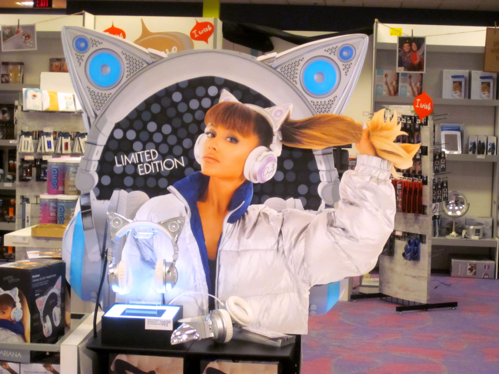 Ariana Grande headphone display