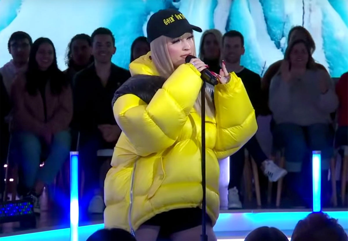 Kim Petras performing Icy on GMA